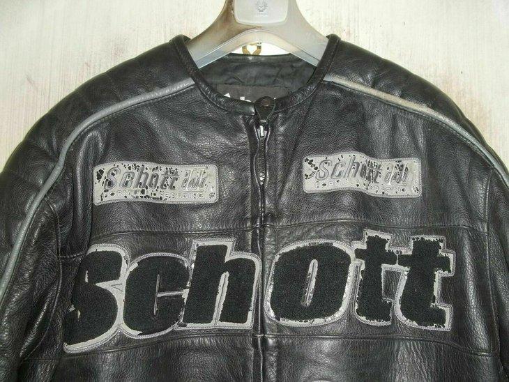 Schott v500 badges